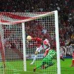 Rafael Moura marcando gol da classificação ---> Foto: Ricardo Giusti / CP - #LigaNaGuaiba! http://t.co/29tDyNUesU
