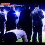 Depois de ser expulso, Aguirre termina o jogo assistindo ao Inter agachado, no Beira-Rio: http://t.co/HAFg43Eall http://t.co/IsEryCo9CB