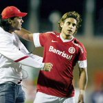 Rafael Moura foi uma contratação feita por FERNANDÃO na época em que trabalhava no Inter. Coincidência? Acho que não. http://t.co/jlkf3EqjOl