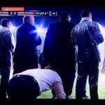 A imagem do jogo. Aguirre MOCOSEADO assistindo os minutos finais depois de expulso. http://t.co/YdeilR7K2Q