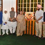 #INPICS: Leaders pay tribute to #VeerSavarkar on 132nd birth anniversary | http://t.co/6CJf1xVA1U http://t.co/I46dnOWY8D