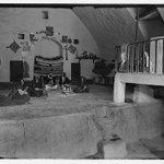 عائله سلطيه تجلس في منزلها عام 1920 بساطه المكان وعراقه التاريخ #الاردن #السلط #نشامى http://t.co/1icTW244yb
