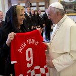 Croatian president @KolindaGK presents @Pontifex with Croatian jersey. We are so proud! #PopeFrancis #BeProud http://t.co/CoKAbvrcWw