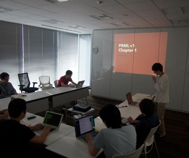 きょうから始まった、社内有志でのパターン認識と機械学習(PRML)の読書会です。第1回の講師を勤めてくれたのは、入社・配属されたばかりの15新卒の @cfiken です。輪講な雰囲気いいですね! http://t.co/DEnk3qYXdM