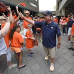 Thanks for the great Tiger Walk today fans! Its go-time! #BeatLSU at 1:30 pm on @ESPN. #WarEagle http://t.co/4NaN415HfD