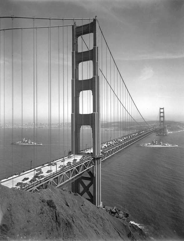 On 5/28/1937, President Roosevelt declared the #GGB open to the world! 42 ships participated in the day's events. http://t.co/n3mSWyyzCw