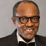 Buhari: 'A man called upon to be a hawk must catch chickens' http://t.co/nozZBNt3Xo http://t.co/WYwqk9WnYr