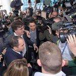 لحظة وصول الامير علي الى مقر الفيفا بالتوفيق يا أميرنا #الاردن #Aliforfifa http://t.co/QbYCQb63pO