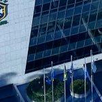 CBF retira nome de José Maria Marin de fachada da sede da entidade no Rio de Janeiro: http://t.co/EZx02deRMw http://t.co/ZS4GOLtrJh