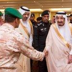 صورة ???? جانب من وصول #خادم_الحرمين الشريفين إلى #مكة_المكرمة. #السعودية #الملك_سلمان #مكة - http://t.co/uyXNbiLCI5