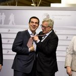 Video:Unusual, but highly entertaining greeting habits of @JunckerEU at #EU #RigaSummit. Enjoy!http://t.co/CsA86O0qY8 http://t.co/Jikw0BylRL