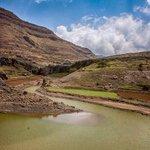 في اليمن فقط يمكنك ركوب قوارب على قمم الجبال. شلال بني مطر......محافظه صنعاء الخالده وطن عظيم يسكنه شعب أصيل و عريق.. http://t.co/KxHchmTM8g