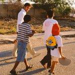 Gracias a los pequeños que me acompañaron un rato en mi caminata de esta tarde en Cd. Caucel. #PabloDiputado http://t.co/juZVv87xeF