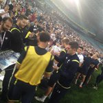 With the training session complete the players take some time to sign a few autographs. #SpursInSydney http://t.co/jXYHcNsSzz