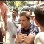 Delhi: Congress Vice President Rahul Gandhi meets NSUI members outside 10 Janpath http://t.co/n3uMfw0L78