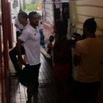 Los jugasores del @Merida_AD momtándose en el bus antes de su partida http://t.co/LOFte1ggEu
