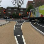 @udlondon cyclists have choice turn or go around roundabout http://t.co/yizCeSCsIP