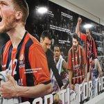 ¡El Buesa se conjura para igualar la eliminatoria! Un imponente mural recibe a los jugadores. http://t.co/028zd97onl http://t.co/ueSwOmhrHC