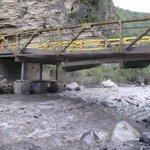 Incomunicados habitantes de El espino con Capitanejo debido a que infraestructura del Puente Chiscano se ha afectado http://t.co/WB8cku1bxJ