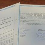 Malo parče istorije za vas. Upravo potpisan sporazum koji posle 25 godina omogućava direkte letove za SAD http://t.co/a9ySi8otfG