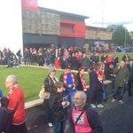 Entretanto, em Manchester, já muitas pessoas aguardam a equipa B do SL Benfica. http://t.co/UjNWvf9o3d