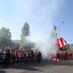 Momentos da chegada do autocarro do #SLBenfica ao Estádio de Coimbra! #SejaOndeFor http://t.co/63NyFapTcb