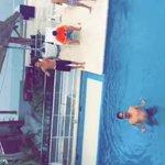 Sebastián no se quita la gorra ni para meterse a la alberca.???????????? #MTVTeDoyVillalobos http://t.co/wqjNN1VKFk