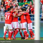 A equipa do Benfica a festejar o golo de Jonas. #slblive http://t.co/tMqTpMIt7w