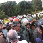 #ULTIMAHORA La #DictaduraEnVzla impide que expresidentes latinoamericanos vean a @leopoldolopez http://t.co/X4dmdECm2x