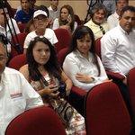 @quimicobenitez @ReynagaChicuate @arletteisadora @beethosoto apoyando a @Maximiliano1320 #DebateDeIdeas @ELDEBATE http://t.co/Nd32Ox2j45