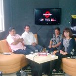 """Un gusto saludar a Claudia Guerrero,Virginia Duran y Armando Ortiz del espacio """"Circulo Rojo"""" http://t.co/Nk4UG9weBf http://t.co/xgLgjGbMCt"""