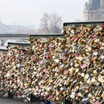 Paris to break hearts with removal of a million love locks http://t.co/jjJOXy9yQi http://t.co/loyhMpKMCO