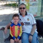 Lo hemos pasado genial en la @fweekendVCF del @valenciacf , y Samuel con la senyera de cuando papá tenia 5 años !!! http://t.co/3KOW1UYMn2