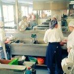 Alumnas y profes de Altaviana preparando comida solidaria Benimaclet @ValenciaCaritas, @lasprovincias, @levante_emv. http://t.co/QCuoRm61b2