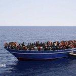 Italia rescata a 4.243 inmigrantes en 24 horas en aguas de Sicilia http://t.co/YSyBJdM7PG Hay al menos 17 muertos http://t.co/3d0oEQDCCm
