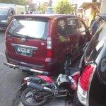 "#jogja 16.11 @arifnurrachmann Kecelakaan di Jl monjali, dpn toko roti ""Murni"" Avanza AB1332QF dgn honda blade A2794BT http://t.co/Bw1SEu9KlA"
