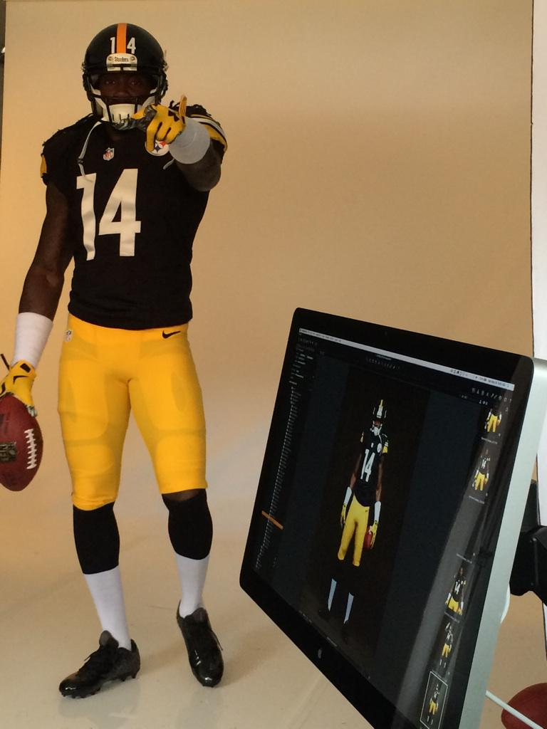 .@sammiecoates11 full uniform for the 1st time at  #NFLPARookiePremiere photo shoot http://t.co/8dT0lgbl5H
