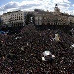 Manifestación de @ahorapodemos en Enero y #ManiAntiSoviets hoy. Busca las 99.900 diferencias... http://t.co/YXI6POJN9B