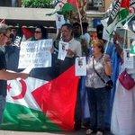 Miembros @pca_algeciras @iualgeciras  en concentración de apoyo de Haidala y de la Causa Saharaui en Algeciras http://t.co/4RylSD46D7