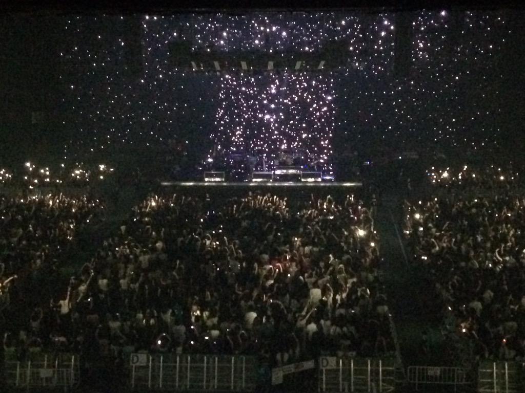 星空のよう☆彡 #VAMPS2015 http://t.co/wFStM87Tkc