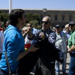 Momento de la agresión a un redactor de @elhuffpost en la marcha de Madrid http://t.co/QRCGcaq2Tl FOTO: @GtresOnline http://t.co/5rgKtAXMox
