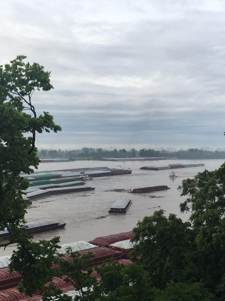Lots of barges broke loose this morning on the Mississippi River in St. Louis http://t.co/pOqGPj6rZl