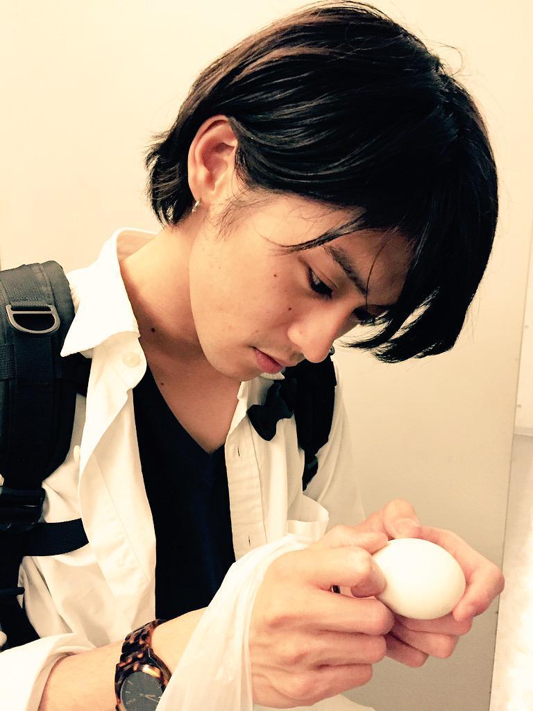 本日の原嶋元久(*'ω' )  稽古後にゆで卵食べちゃう可愛さ! http://t.co/Saiw9rkZGW
