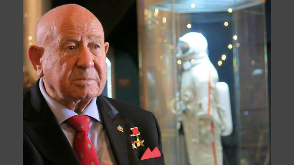 Happy Birthday Alexei Leonov. 1st person to walk in space. С Днем Рождения Алексе́й Архи́пович Лео́нов! http://t.co/yx3aBznas6