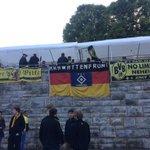 Sieh an, ein bisschen @HSV ist beim #DFBPokal heute auch vertreten. #krawattenfront #hsv #BVBWOB http://t.co/9XtPdGtArL