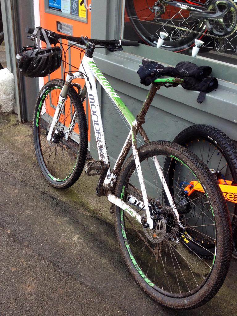 .@oxted #oxted Stolen: my white and green Mondraker from the Crown Inn, Old Oxted. Please keep your eyes peeled. http://t.co/tzwj5h43gV