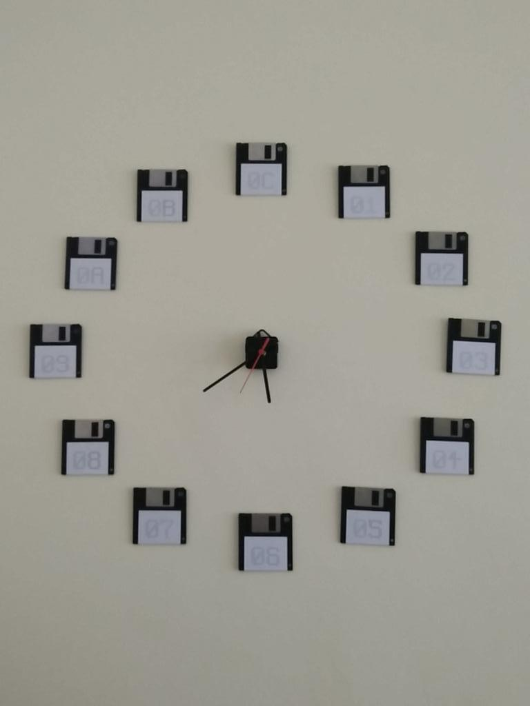 I made a wall clock. http://t.co/ghzjZ7iNNJ