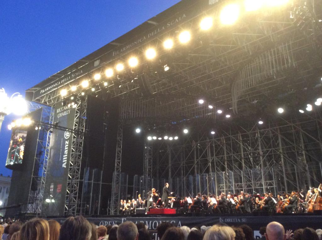 """Su Rai 5, @david_garrett con la @FilarmoniScala diretta da #Chailly esegue #Bruch: """"Concerto n.1 in sol min. op. 26"""" http://t.co/50PNzAHD0A"""