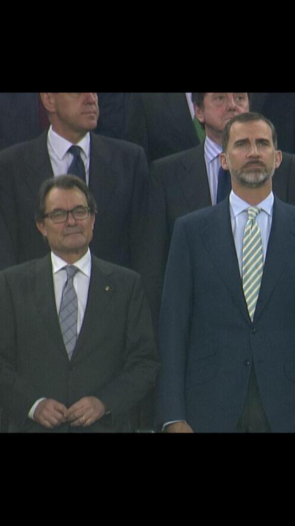 ALERTA la cara de Mas durant la xiulada... http://t.co/253AUpGKDF