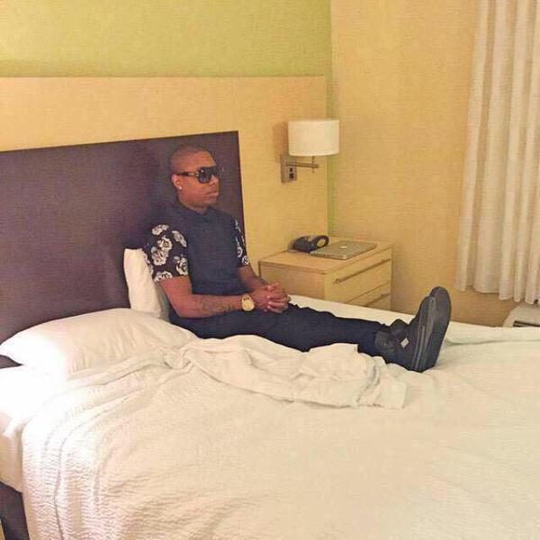 "When your about to go turn up with the squad and you're waiting on that ""we're outside"" text http://t.co/2AyRbIZ1o5"